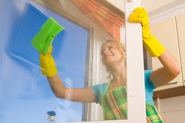 làm sạch cửa kính