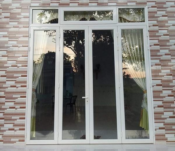 cửa nhôm việt pháp màu trắng sứ